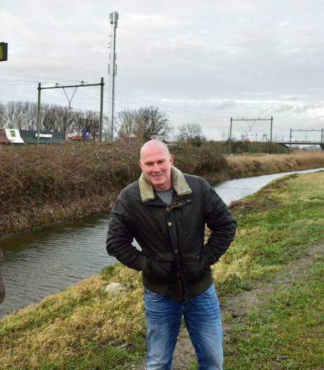 Redders gehuldigd door burgemeester Zuidplas voor actie in Moordrecht: 'Blij dat hij verder kan met zijn leven'