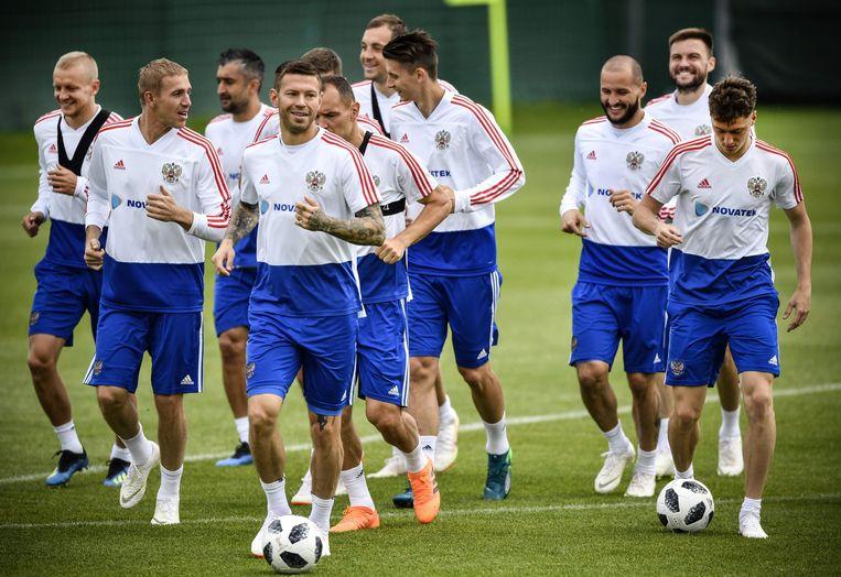 Spelers van de Russische nationale ploeg bereiden zich voor op het WK tijdens een trainingskamp in Novogorsk. Beeld AFP