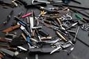 Ingeleverde steekwapens bij politie Zichtenburg.