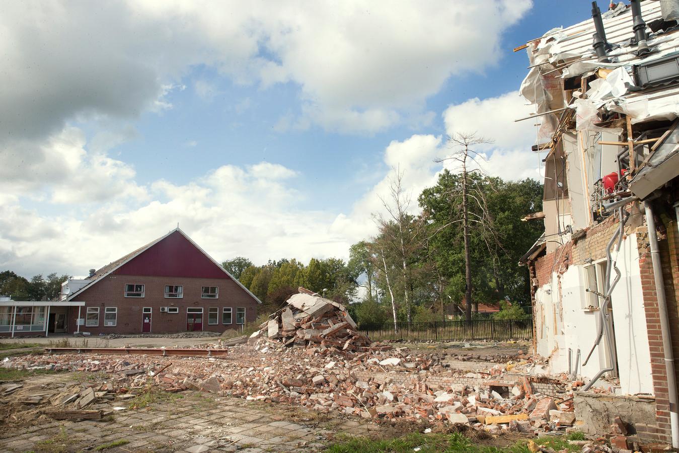 Een deel van de gebouwen van het azc Groot Deunk in Barlo is inmiddels gesloopt.