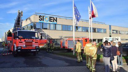 Dakbrand bij Sioen: 30 medewerkers brengen uurtje op straat door