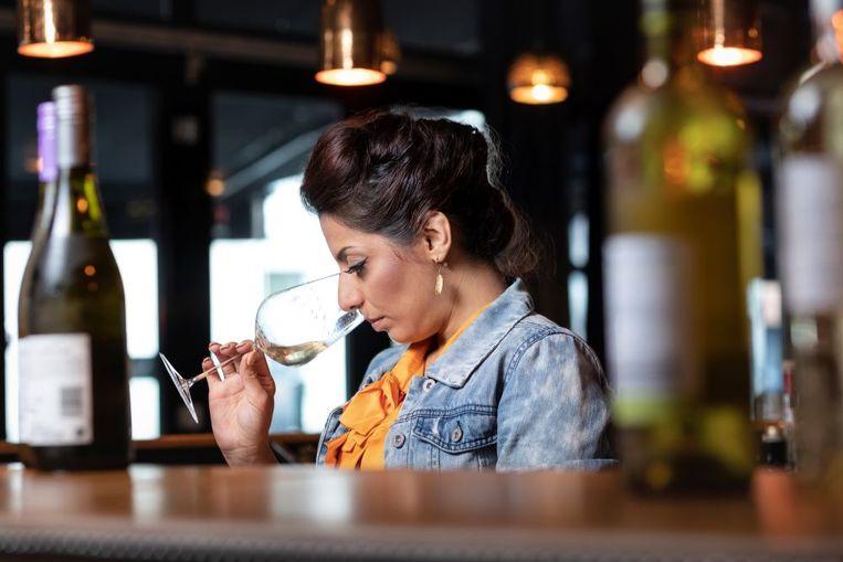 Onze huissommelier Sepideh Sedaghatnia vertelt je bij welke lokale speciaalzaken je terechtkan. De plaatselijke wijnhandelaren kunnen dan ook onze steun gebruiken in tijden van corona: #kooplokaal.