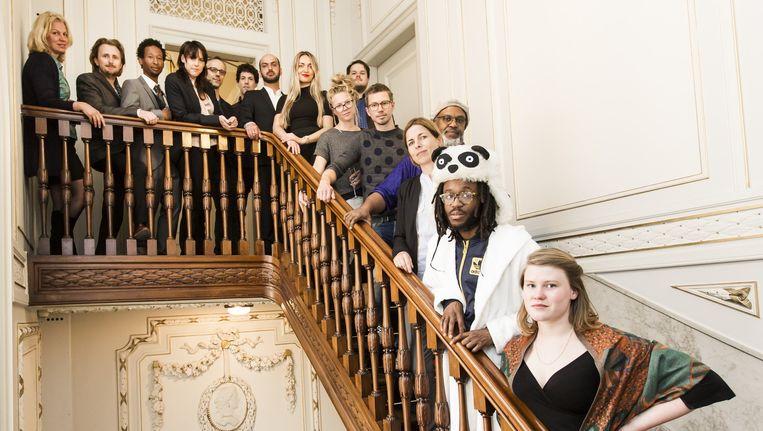 Groepsfoto van de genomineerden van Amsterdamprijs voor de Kunst 2016. Beeld Eva Plevier
