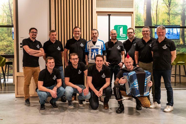 De organisatie van de Cyclocross samen met uithangbord Freddy De Vadder