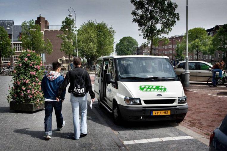Een spijbelbus in De Baarsjes. Foto Klaas Fopma Beeld