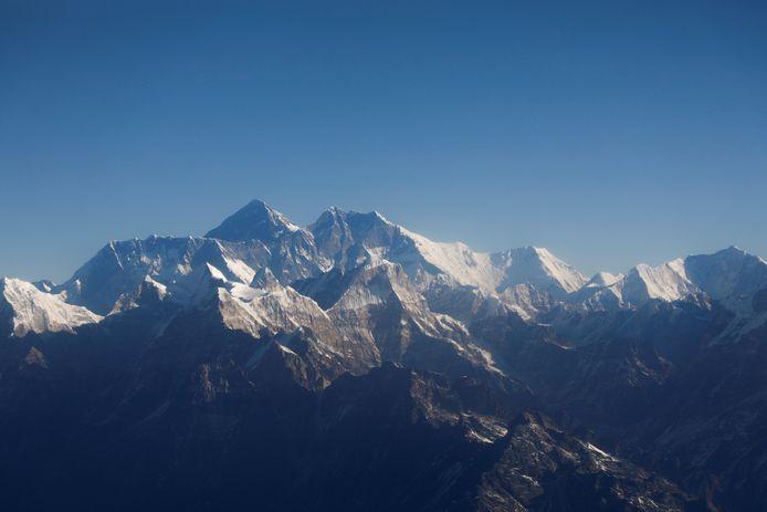 Depuis des années, l'Everest n'était entièrement visible qu'à distance proche de la chaîne de montagnes (archives datant de janvier 2020)