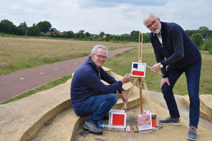 Piet Meijs (r) en Roel Vreeburg van WaspiKunst roepen mensen op de penceel ter hand te nemen.