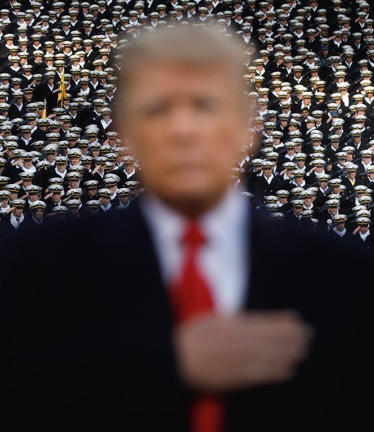 Donald Trump voor het begin van een footballwedstrijd tussen leger en marine op 8 december 2018. Beeld Hollandse Hoogte / The New York Times Syndication