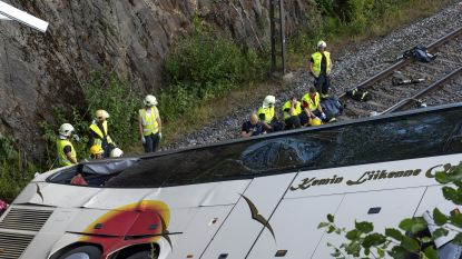 Bus stort van brug in Finland: vier doden