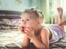 Meisje (3) leeft zes dagen naast lichaam van overleden moeder