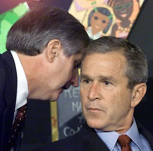 Toenmalig president George W. Bush verneemt de terreuraanslagen op de WTC-torens in New York. Bush zag nooit graten in martelpraktijken als waterboarding.