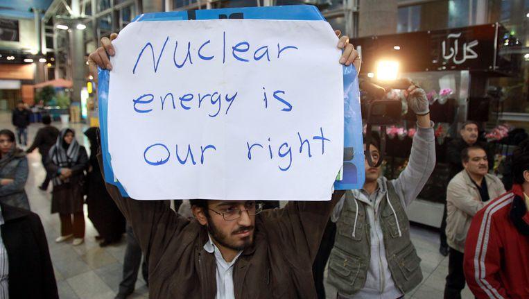 Iraanse studenten protesteren in Teheran tegen de komst van de IAEA. (Archieffoto) Beeld EPA