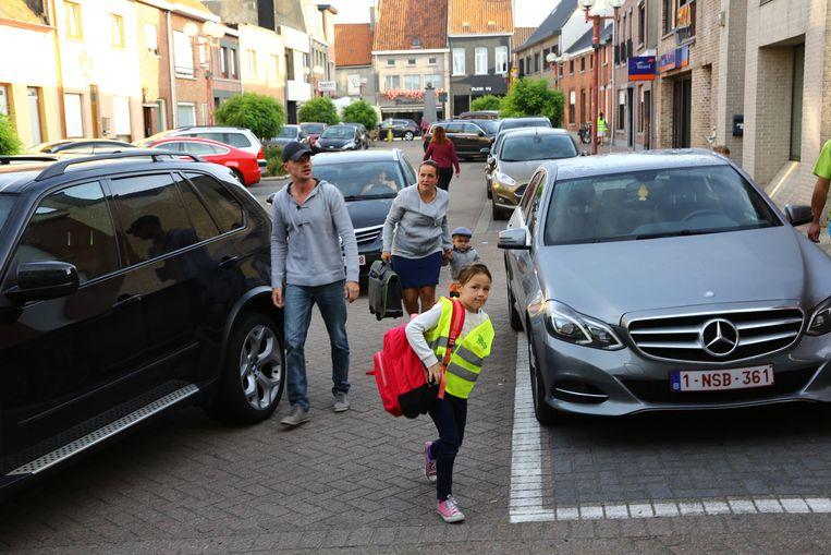 Bij de dorpskernvernieuwingen werd rond de scholen van Groot-Assenede een zone 30 aangelegd.