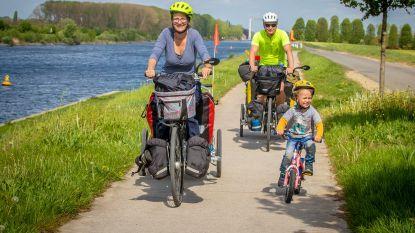 """Vlaams gezin fietst met drie peuters naar Australië: """"Vrienden verklaren ons zot"""""""