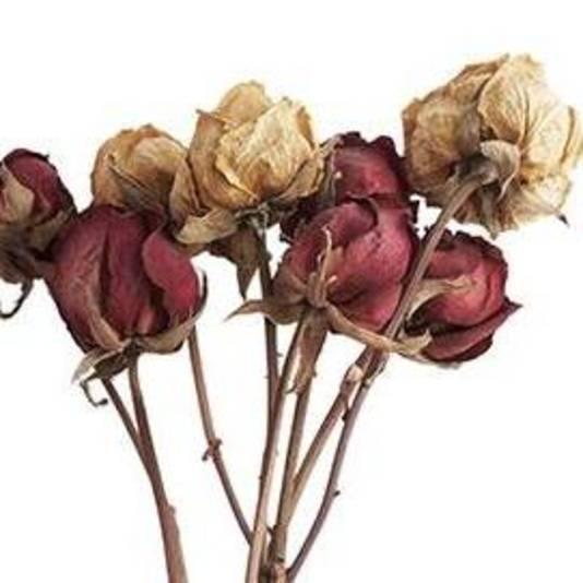 Een verlept bosje bloemen: onromantischer wordt het niet.
