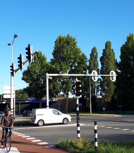 Verkeerslichten bij Provincialeweg in Dordrecht kapot