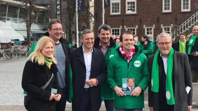 René Peters op campagne in Uden geflankeerd door lijsttrekker Sybrand Buma en Kamerlid Madeleine van Toorenburg.