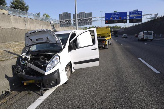 Een ongeval op de A16 ter hoogte van Prinsenbeek.
