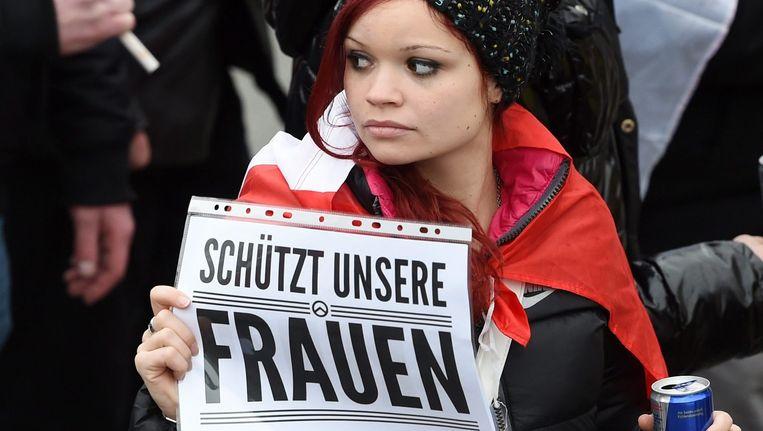 Vrouwen demonstreren zaterdag in Keulen. Beeld epa