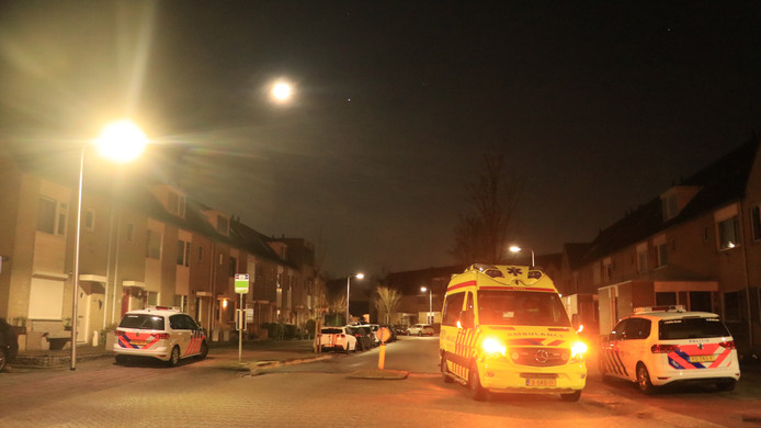 Een 34-jarige Goudse man, die verward gedrag zou hebben vertoond, is vanochtend overleden in een woning aan de Middenmolenlaan te Gouda