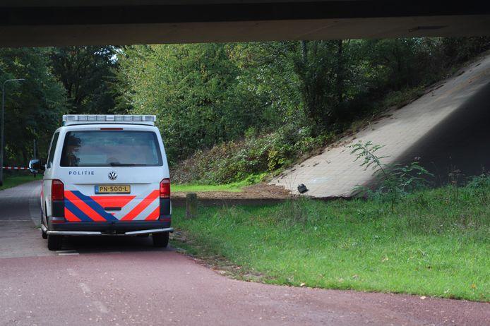 Het mogelijke explosief onder het Nijmeegse viaduct.