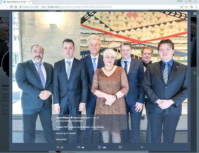 PVV-leider Geert Wilders (derde van links) met de kandidaten van de PVV in Arnhem. Van links naar rechts: Robert Sanders, Peter Henzen, Margreet Beernink, Coen Verheij (lijsttrekker), Geert van der Kemp en Tim Engelaar.