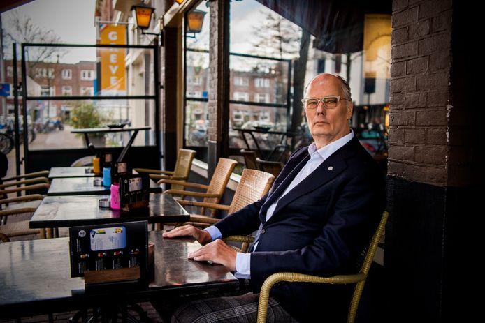 Leo Bruijn, oud-horecaman en PvdA-fractievoorzitter, in café Stobbe. ,,Hij kon nooit één ding doen, het moesten er altijd tien zijn.''