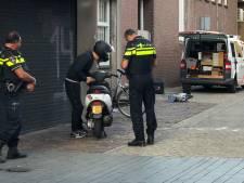 Politie slingert scooterrijders op de bon in centrum Enschede