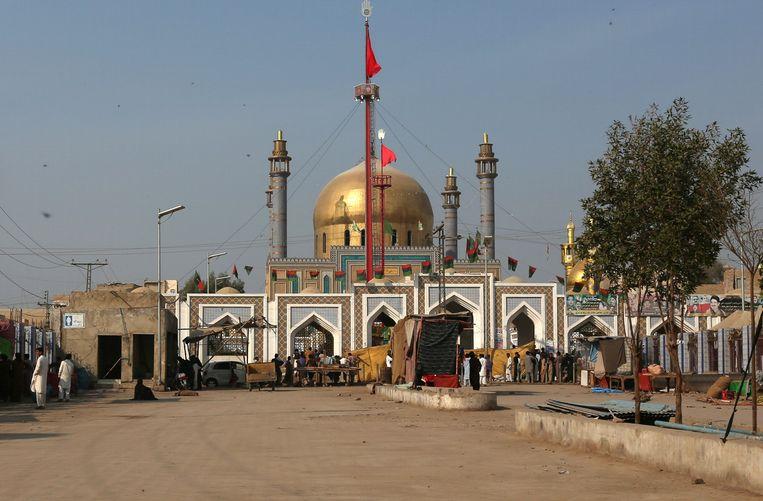 Het plein voor het heiligdom van Lal Shahbaz Qalandar in Sehwan was vanochtend vrijwel verlaten. Beeld REUTERS