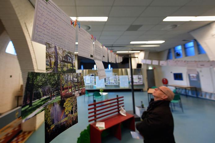 etten leur - 20191029 - Pix4Profs/Peter van Trijen. ideeen bekijken en geven in kapel voor niuwe look van oderkerkpark