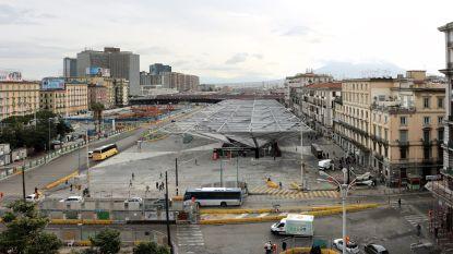 Belgische toeriste (57) stuikt in elkaar op druk plein in centrum Napels en sterft