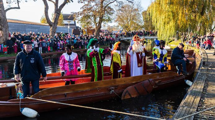 Aankomst Sinterklaas per berkelzomp; Borculo