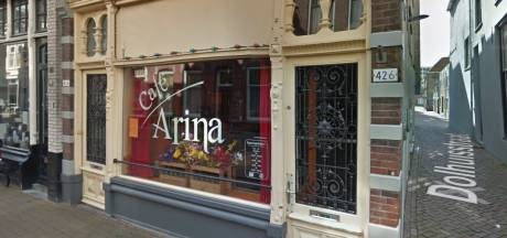 Café Arina in Dordrecht gesloten na ernstig geweldsincident, man (42) zwaargewond