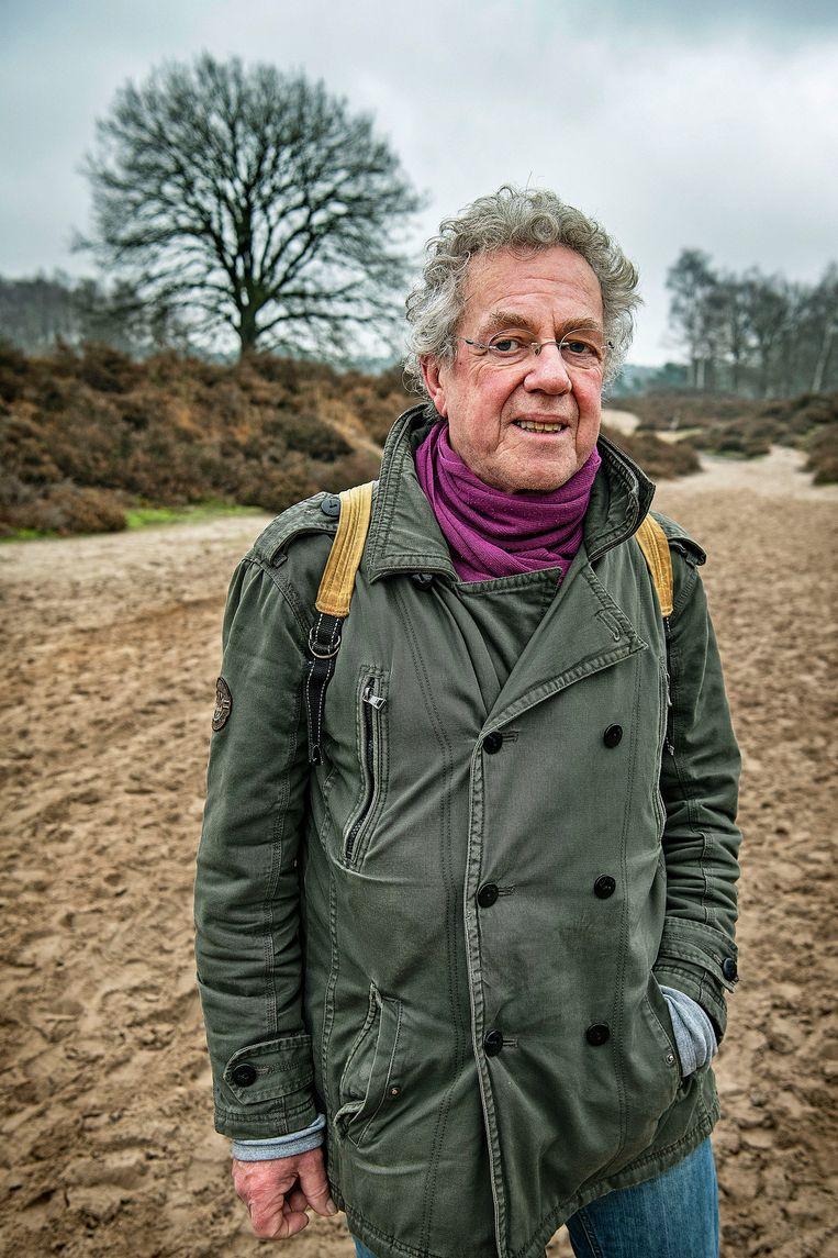 Gerie Vrijhoef is noodgedwongen alleen aan de wandel, nu zijn vrouw ziek is. Beeld Guus Dubbelman / de Volkskrant