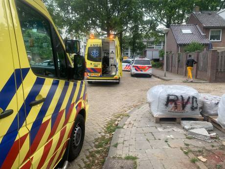 Man overleden na val van dak woning in Eindhoven