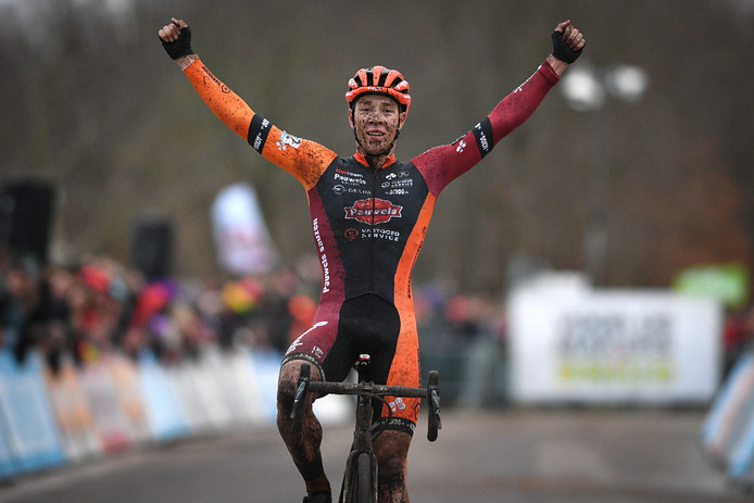 Laurens Sweeck wint de veldrit in Essen.