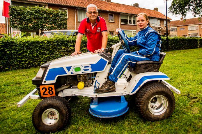 De familie Rutters doet aan grasmaaierracen.