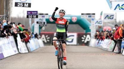 """Tweedejaarsnieuweling Aaron Dockx pakt derde Belgische titel op rij: """"Ik nam een perfecte start"""""""