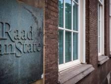 Er lijkt geen einde te komen aan jaren slepende burenruzie over aarden wal op erfgrens in Aalten