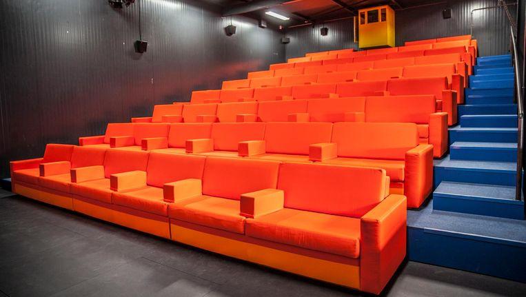 De grote zaal met brede banken in plaats van de gebruikelijke individuele stoelen is al open Beeld Amaury Miller