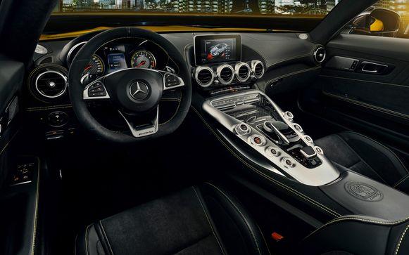 Interieur van een Mercedes AMG GT-S.