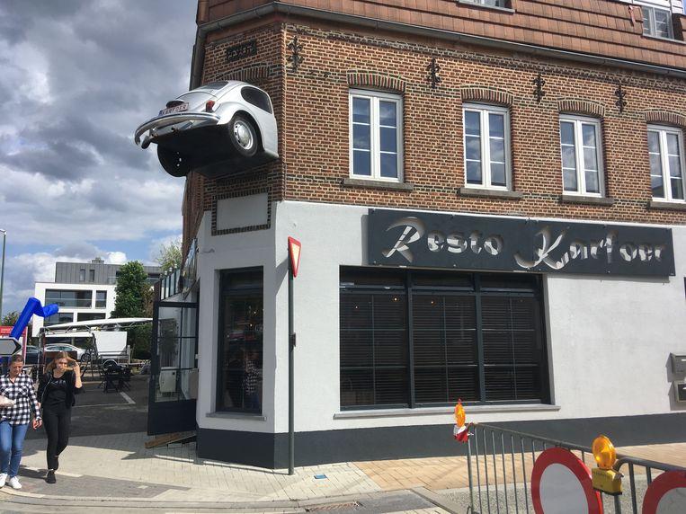 De VW Kever in de gevel.