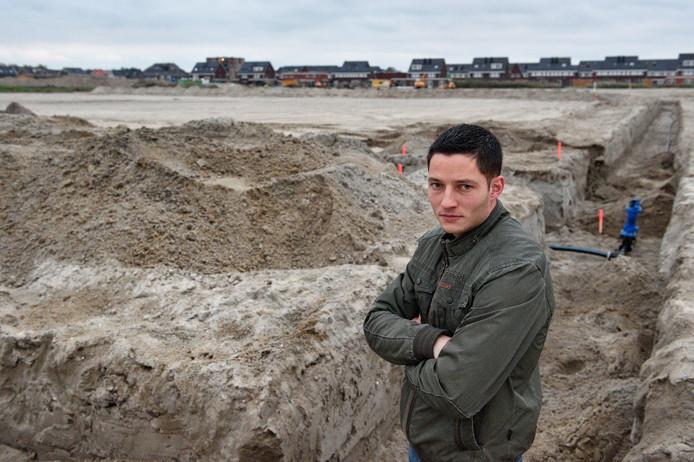 Jaap van Dijk heeft een nieuw huis gekocht in nieuwbouwwijk Vrijeveld. De inkt van zijn koopcontract was nog niet droog toen de gemeente bekendmaakte dat er een Polenhotel op zo'n 100 meter afstand komt te staan.