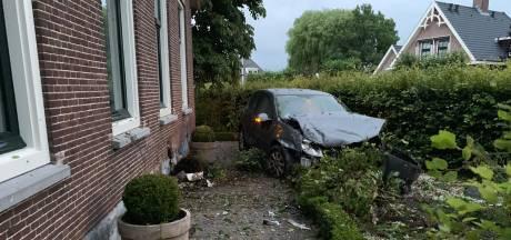 Bestuurder onder invloed ramt huis in Woerden