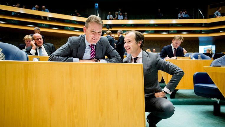 Halbe Zijlstra en Eric Wiebes in de Tweede Kamer. Beide krijgen een ministerspost. Beeld anp