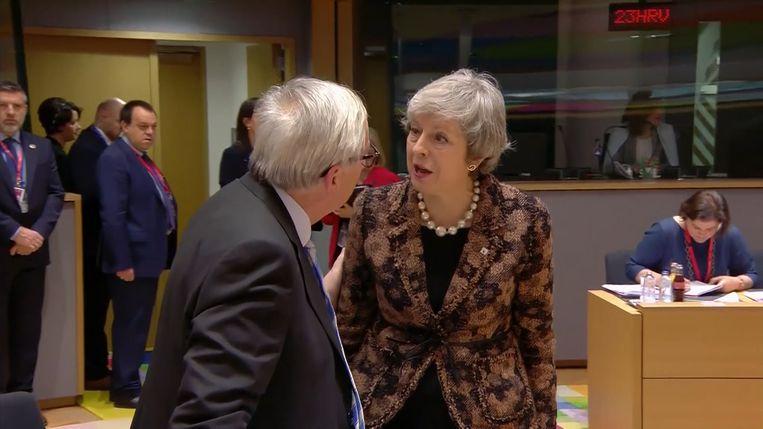Juncker in gesprek met May.