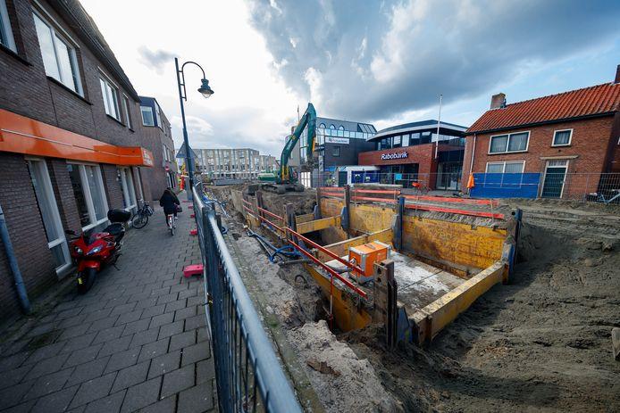 In Zevenbergen is bij de haven een duiker in aanbouw. Maandag ontstond daarbij een breuk in een waterleiding.