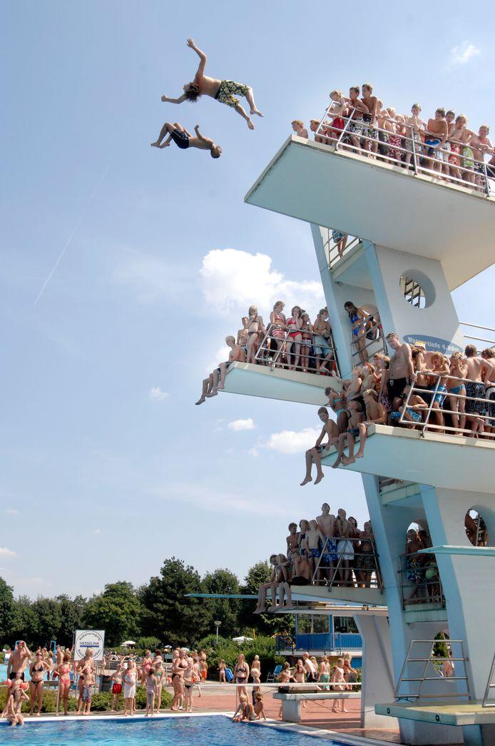 Wat een gevoel: springen van de 10 meterplank in Nordhorn