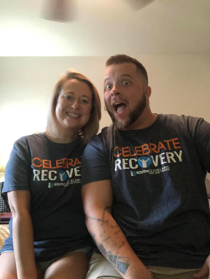 """Brent et Ashley se sont inscrits à """"Celebrate Recovery"""", un programme de désintoxication basé sur la foi chrétienne"""