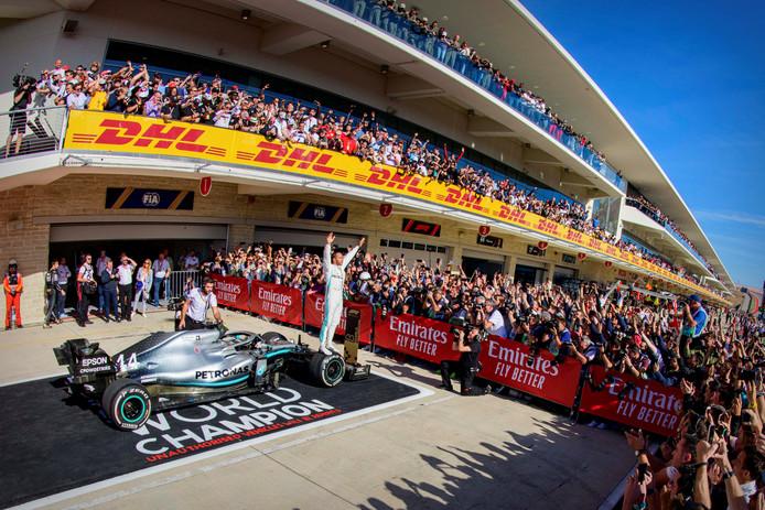 Lewis Hamilton fond sur Michael Schumacher: sacré champion du monde pour la sixième fois, dimanche à Austin, le Britannique n'est plus qu'à une longueur absolue du record de l'Allemand.